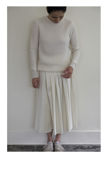 pleated skirt / Wool / white / 42,000 yen