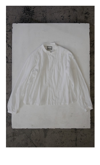 pin tuck blouse / Cotton / white, navy / 26,000 yen