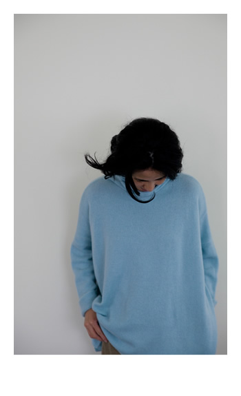 turtleneck / Cashmere / light blue, black, greyge / 85,000 yen