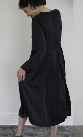 silk one-piece / Silk / black / 48,000 yen
