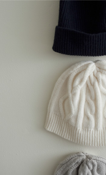 knit cap Cashmere / alan / ¥22,000 +tax Cashmere / gum / ¥20,000 +tax