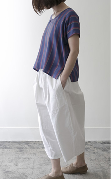 loop shirt Silk/stripe,chiffon/28,000yen gum pants Cotton/white,navy/29,000yen