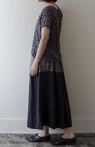 cutover skirt Silk/Wool/white,navy/42,000yen (top:loop shirt)