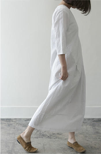 V-neck gress Cotton/Linen/white/50,000yen Linen/Cotton/herringbone/52,000yen Wool/slim check/52,000yenx