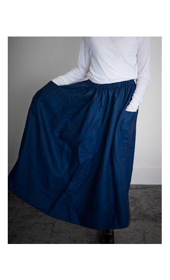 turtle neck cut sew / gather skirt pocket