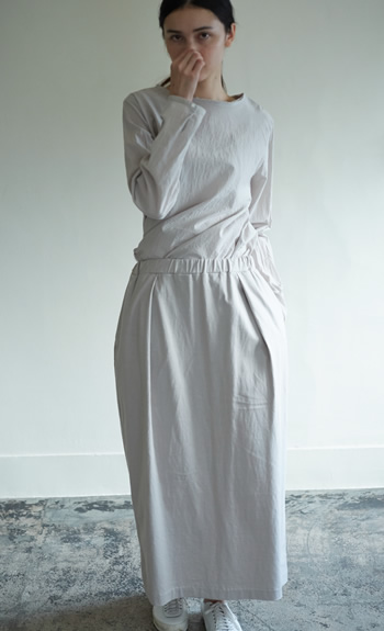 crew neck blouse / jersey skirt